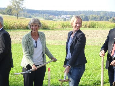 von links: Andrea Bogner-Unden (MdL), Stefanie Bürkle (Landrätin)