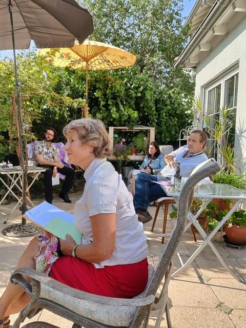 Gartengespräch zum Thema Pflege