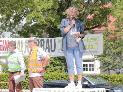 Kundgebung gegen geplanten Kalkabbau im Donautal